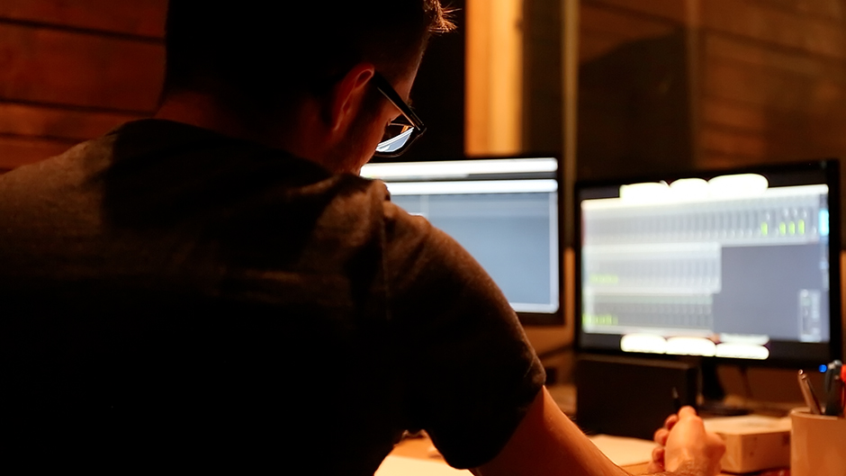 lukas-kobela-studio-recording-monitors